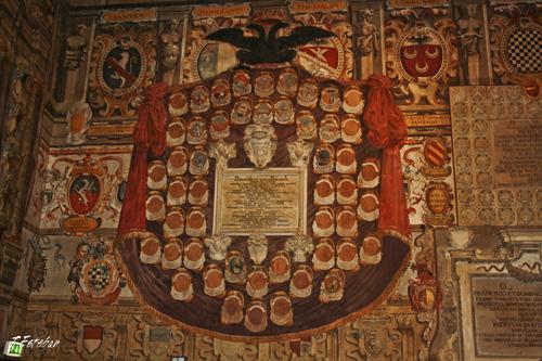 Escudos en el Palacio del Archiginnasio. Bolonia