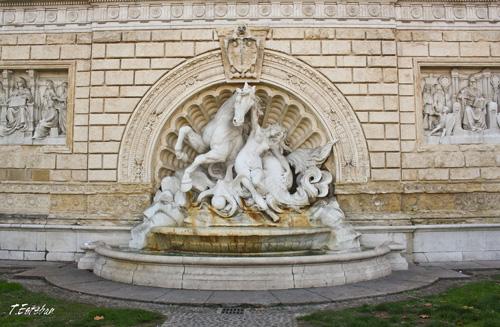 Escaleras del monumento de Diego Sarti. Bolonia