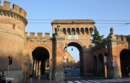 Puerta de Zaragoza. Bolonia