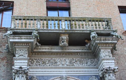Balcon en Palazzo Prosperi Sacrati. Ferrara