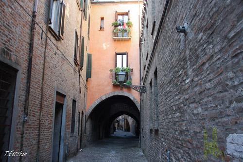 Bóvedas en las calles de Ferrara