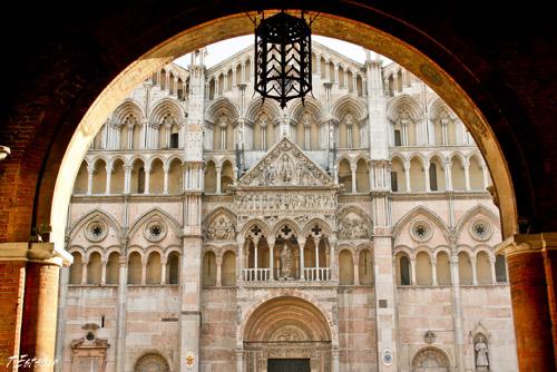 Catedral de Ferrara desde el Palacio Municipal