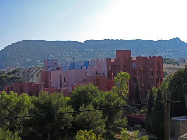 La muralla roja, edificio construido por Bofill