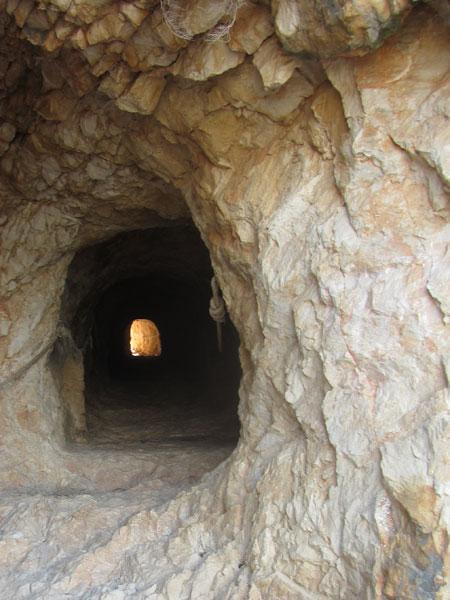 Tunel horadado en el Peñón de Ifach