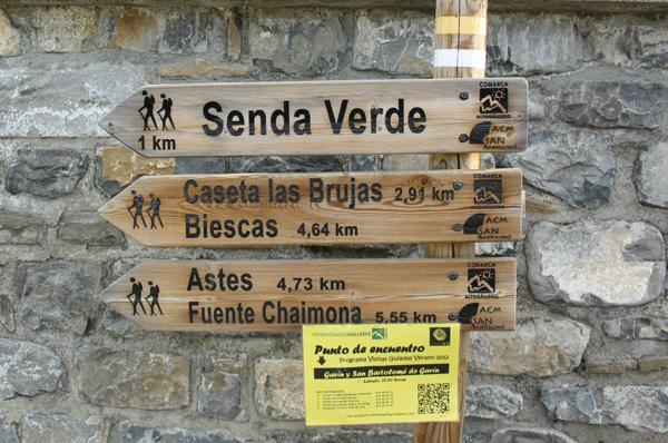 Cartel del punto de encuentro de la ruta Gavín - iglesia San Bartolomé