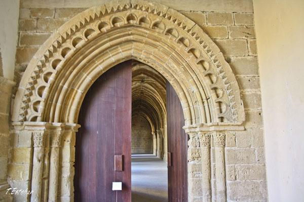 Puerta medieval de la entrada al Claustro del Monasterio de Rueda