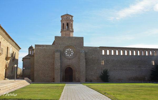 Plaza de San Pedro en el Monasterio de Rueda (Sástago)