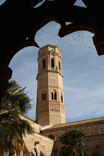 Torre mudéjar desde el claustro del Monasterio de Rueda