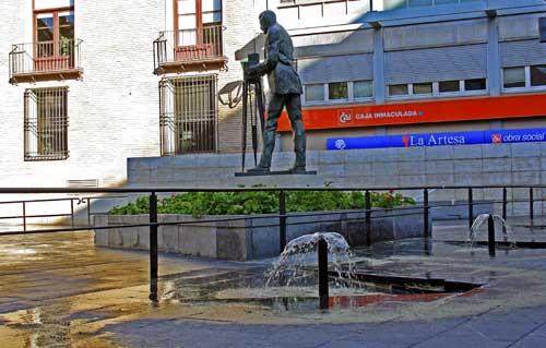 Plaza Ariño. Monumento al cineasta Eduardo Jimeno Correas