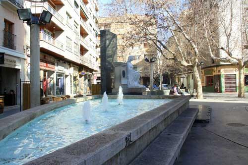 Plaza San Pedro Nolasco. Monumento a los hermanos Argensola
