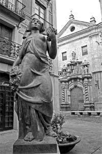 Plaza San Felipe. Escultura La vendimia