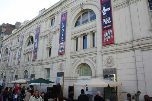 Plaza Sinués y Urbiola. Fachada posterior del Teatro Principal