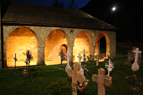 iglesia Santa Eulalia en Erill la Vall nocturna