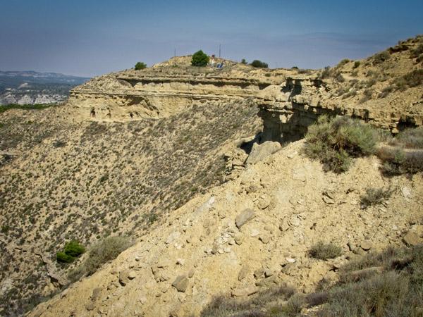 Camino y barranco hacia las cuevas de San Caprasio.
