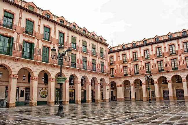 Huesca. Plaza López Allué