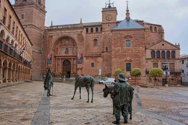 Villanueva de los Infantes. Escultura de Don Quijote y Sancho