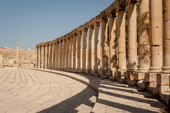 Columnas de la plaza oval de Jerash. Jordania