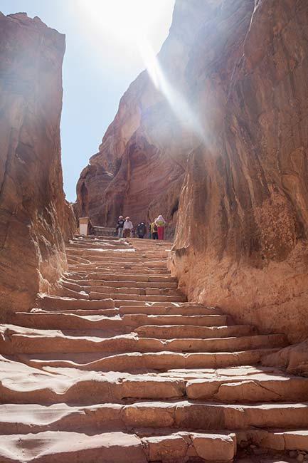 Petra. Escalones para llegar al Monasterio