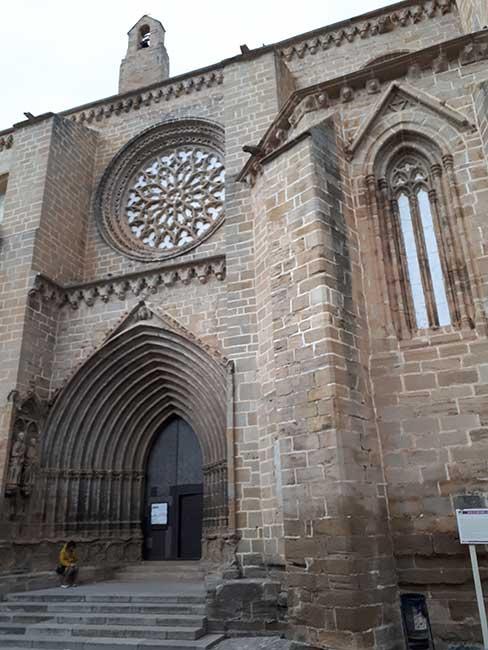 Valderrobres. Puerta de la Catedral