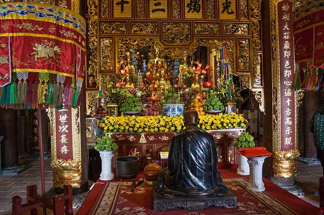 Interior del templo de la escultura gigante de Fansipan