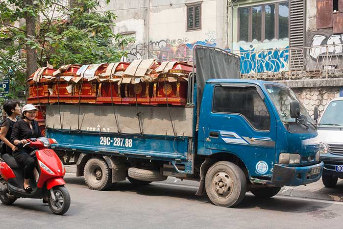 Hanoi barrio antiguo camion ataudes
