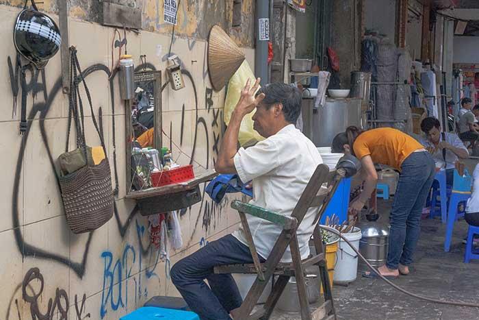 Hanoi barrio antiguo peluquero