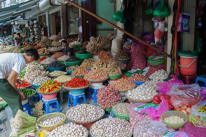 Hanoi barrio antiguo puesto verduras