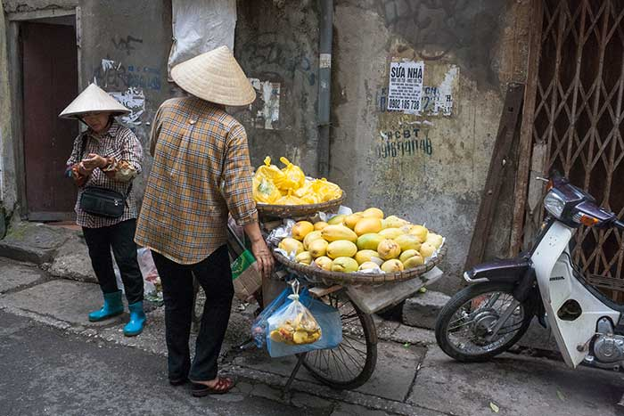 Hanoi barrio antiguo vendiendo limones