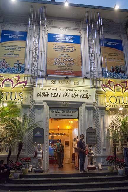 Hanoi. Puerta principal del teatro de marionetas de agua Bong Sen