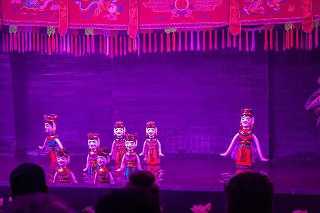 Hanoi. Marionetas de agua actuando