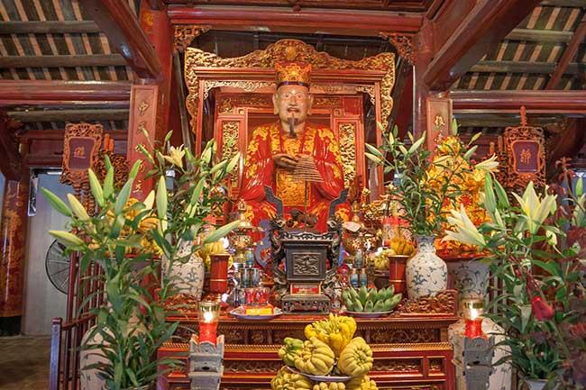 Hanoi. Templo de la literatura. Altar dedicado a Confucio.