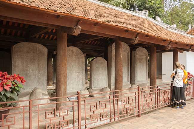 Hanoi. Templo de la literatura. Estelas de piedra, patrimonio documental de la  humanidad.
