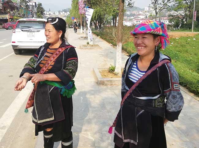 Dos mujeres de la etnia Hmong