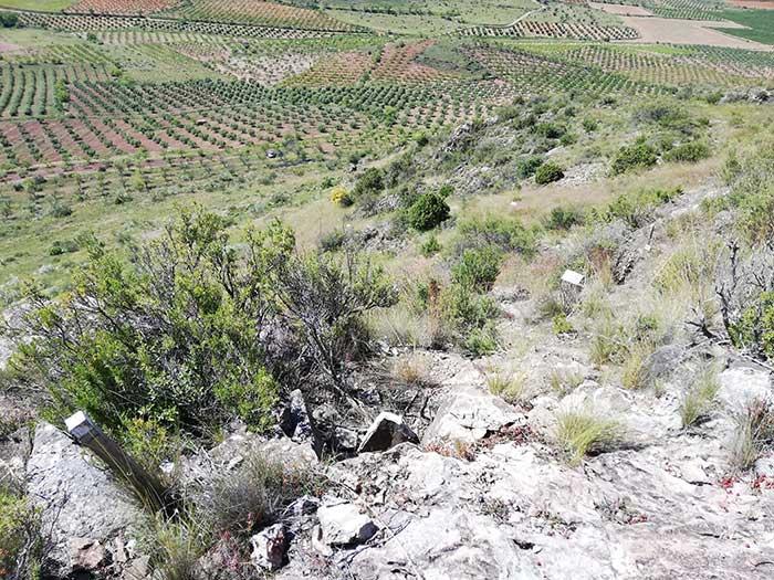 Señales y carteles en el descenso del pico de San Cristobal