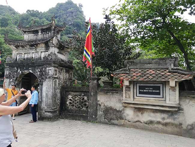 Ninh Binh Puerta al templo del rey Dinh Tien