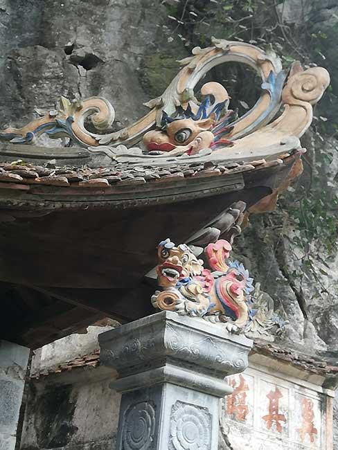 Detalle del tejado de la Pagoda Bich Dong