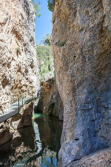 Ruta del puente de Toba. pasarelas entre estrechos.