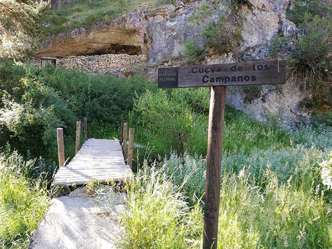 Barranco de la Hoz. Cueva de los Campanos