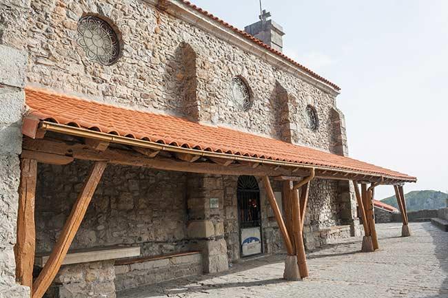 Lateral de la ermita de San Juan de Gaztelugatxe